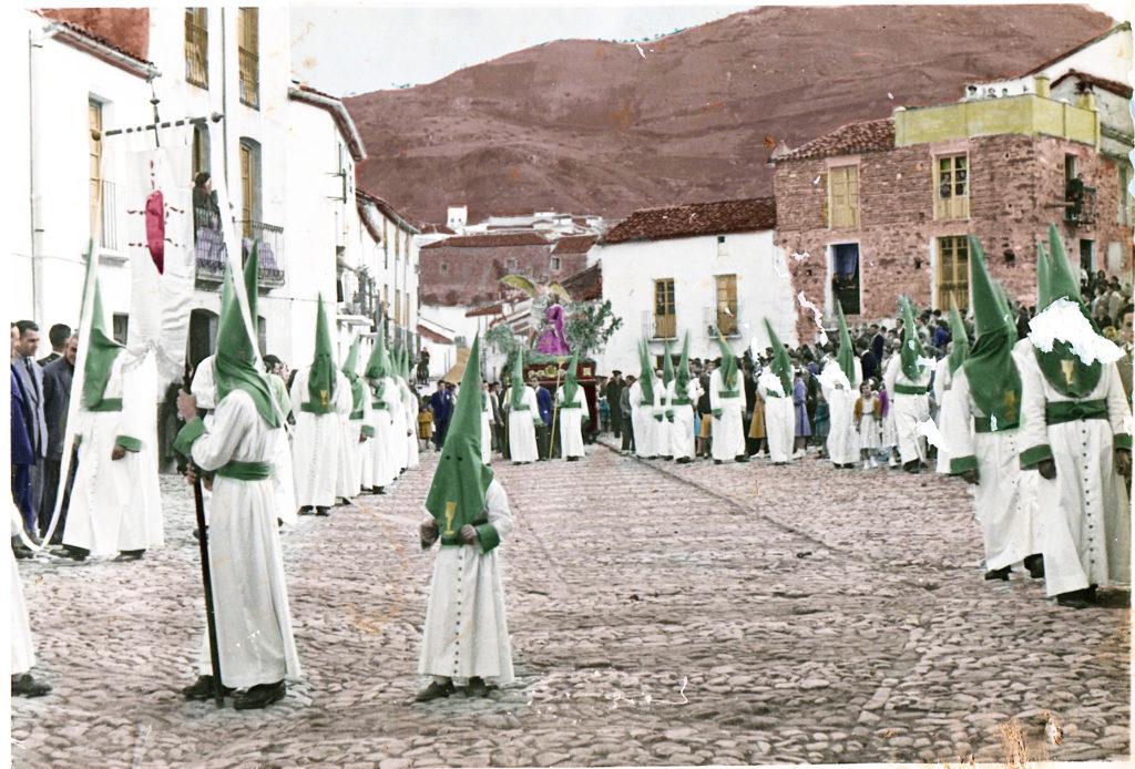 Recreación de colores en procesión de la Oración en el Huerto