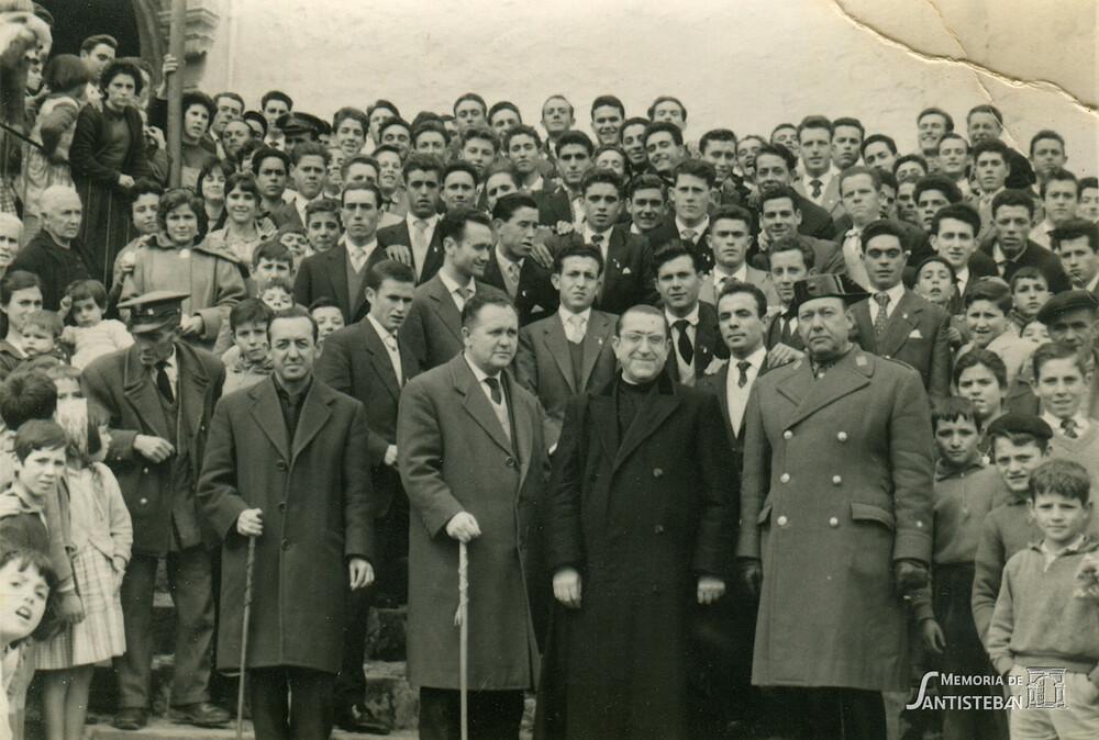 Autoridades con el reemplazo de 1961