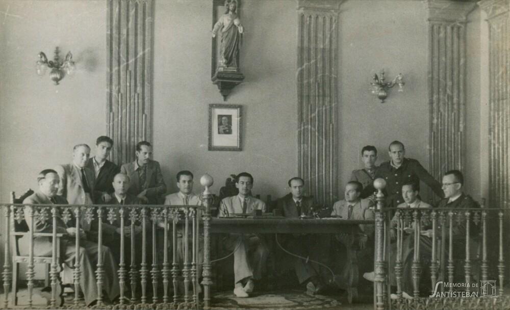 Ayuntamiento en pleno. Alcalde Agustín Sánchez