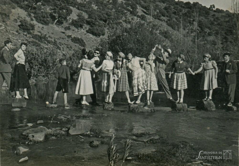 Cruzando el río en el Molino