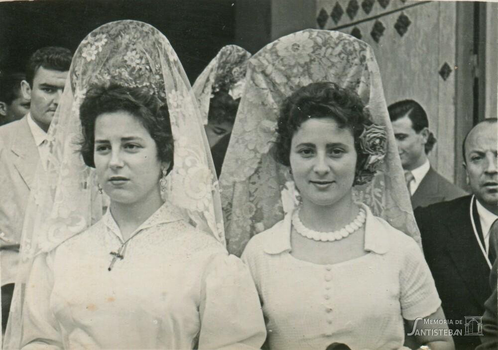 Mozas el domingo de Pentecostés