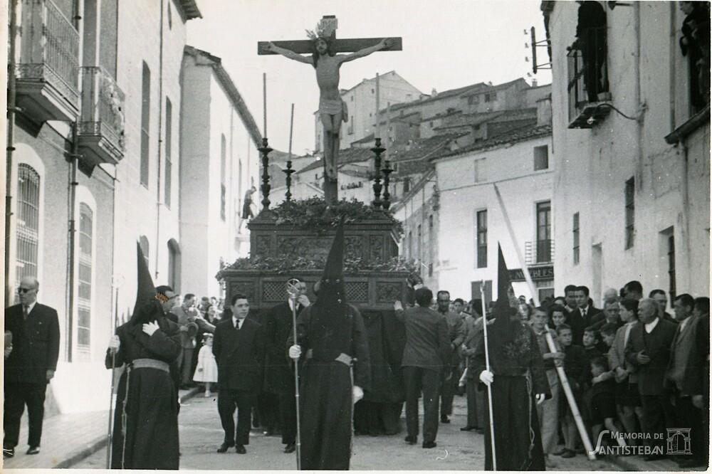 Cristo del Perdón por la calle Sagasta