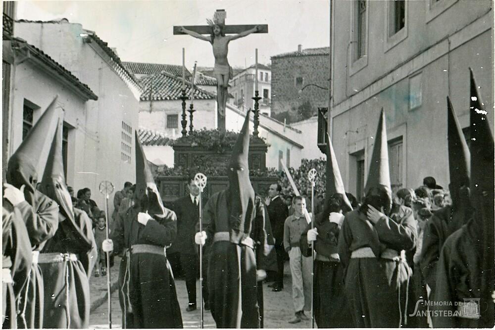Cristo del Perdón procesionando