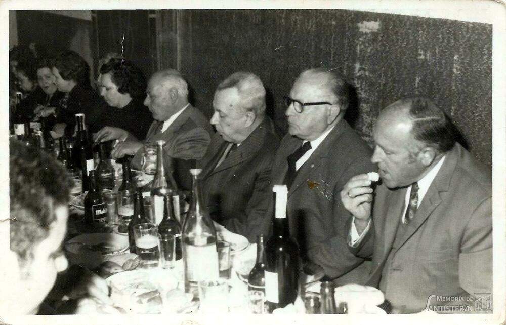 Juan Ruiz en un banquete