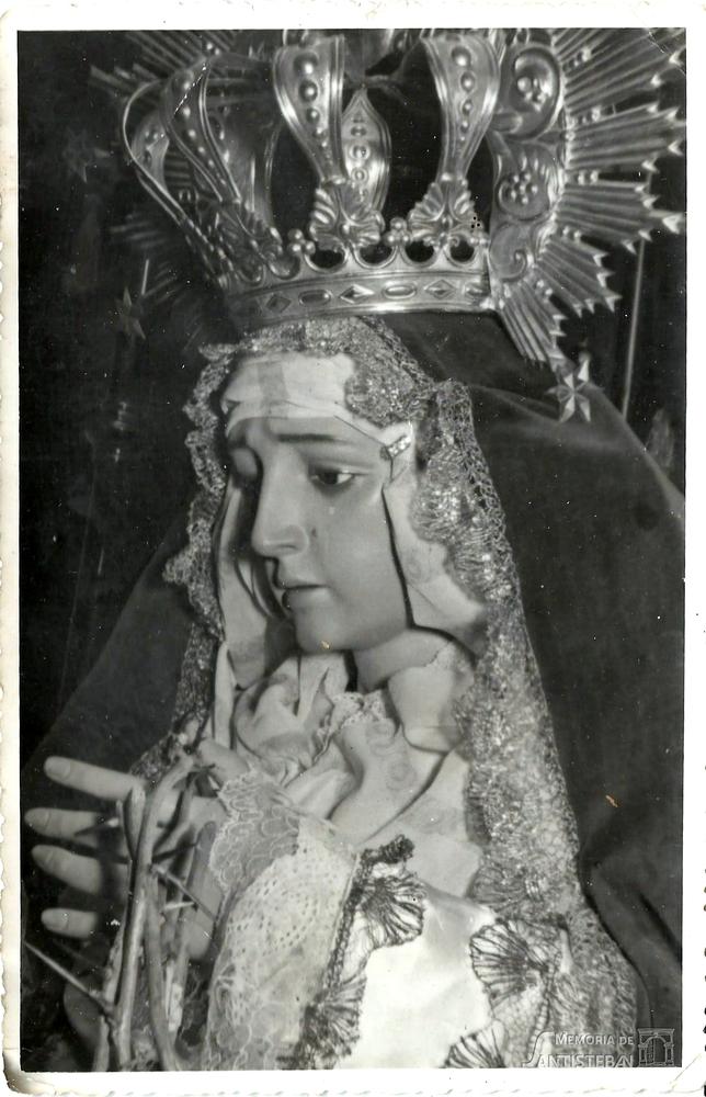 Primer plano de Virgen de las Lágrimas