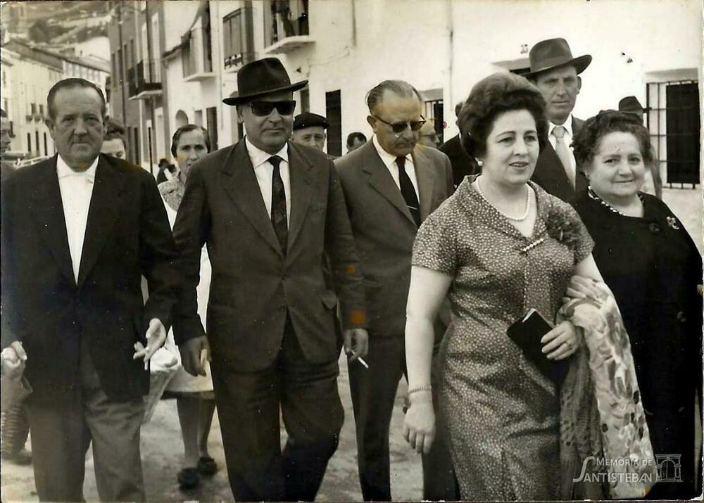 Fidel Cátedra y esposa de compadres de la Mayordomía